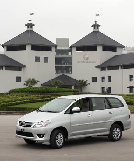 Cho-thue-xe-tu-lai-Toyota-Innova-V-2_0-AT-1