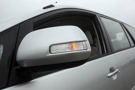 Cho-thue-xe-tu-lai-Toyota-Innova-V-2_0-AT-2