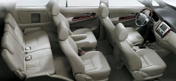 Nội thất xe innova 7 chỗ có lái